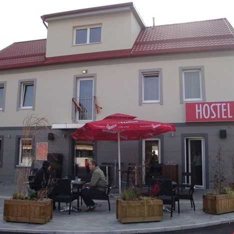 Hostel plus Caffe